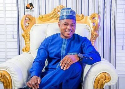 GOOD NEWS!! Yinka Ayefele Will Now Perform While Standing On Stage at Occasions (See How)